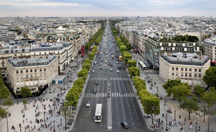Carros na estrada da França
