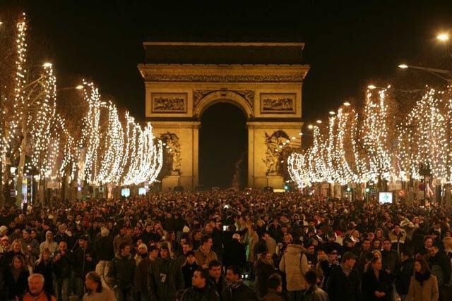 Réveillon no Arco do Triunfo em Paris