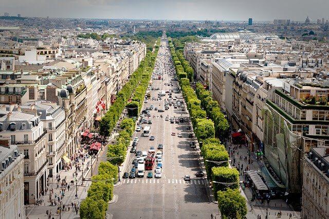 Vale a pena alugar carro em Paris?