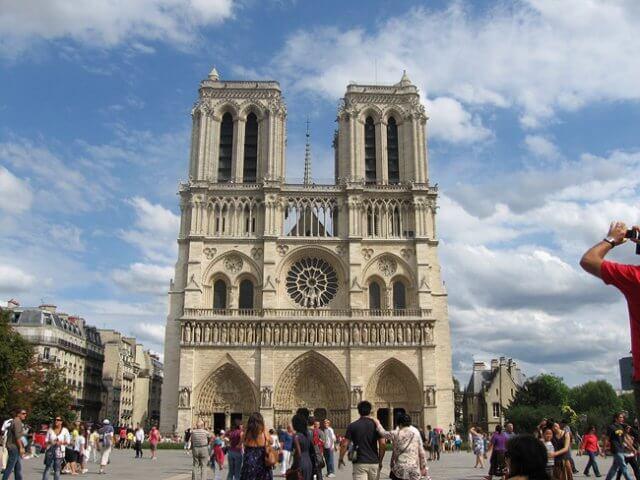 Vista da entra da Notre Dame de Nice