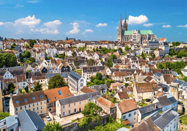Vista da cidade de Chartres na França