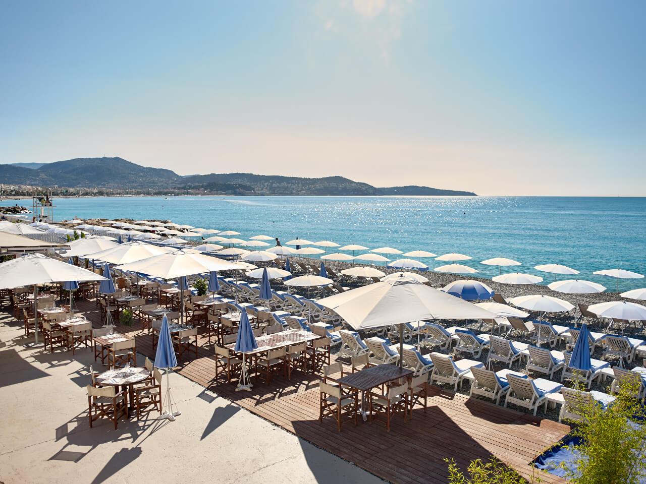 Vista da praia Blue Beach em Nice