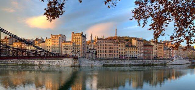 Bate e volta de Lyon a Genebra na Suíça