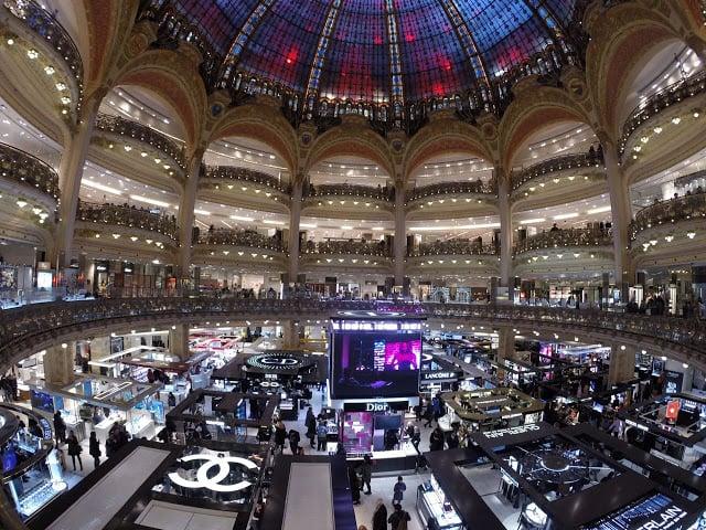 Interior da Loja Galeries Lafayette em Paris