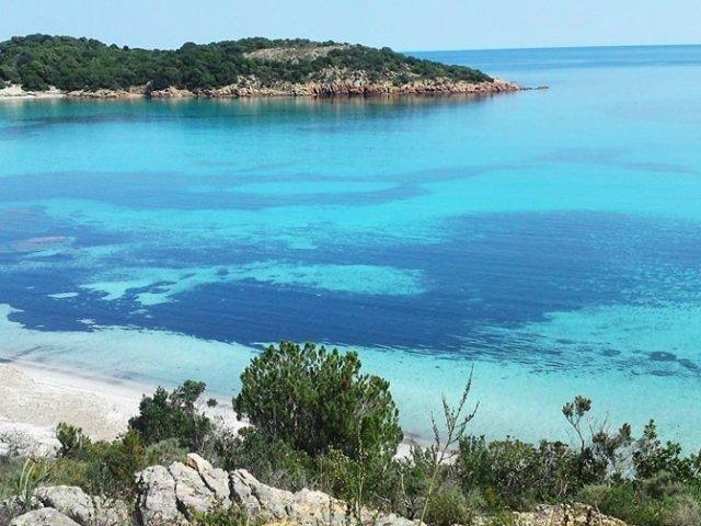Vista da Praia de Rondinara na França