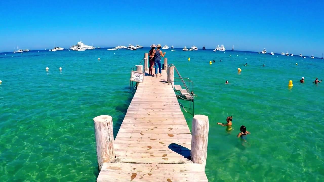Pier na Praia de Pampelonne na França