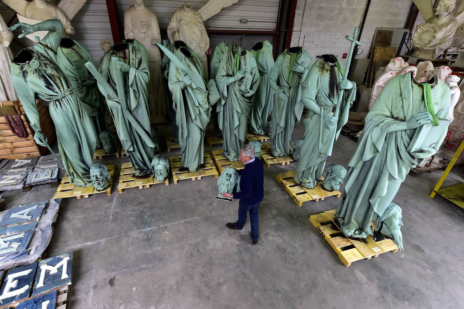 Estatuas da Catedral Notre Dame em Paris