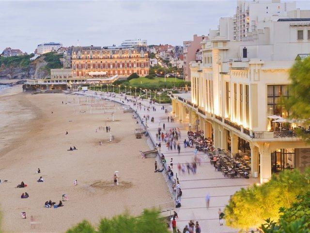 Vista de Biarritz ao entardecer