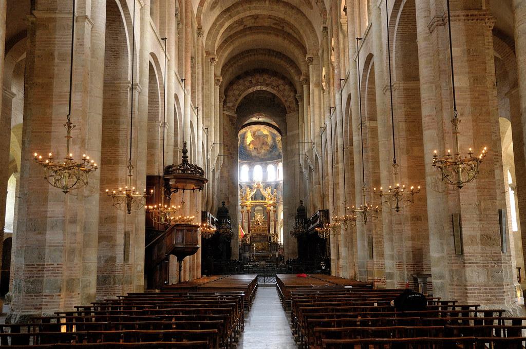 Interior da Basílica de Saint Sernin em Toulouse