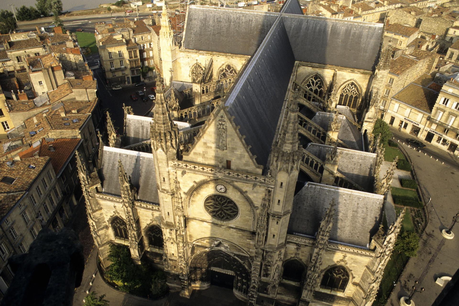 Vista aérea da Basílica Saint-Michel