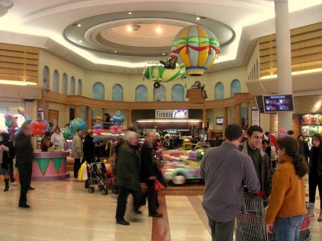 Interior do Shopping Auchan