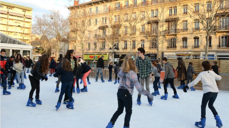 Patinação no Natal em Lyon
